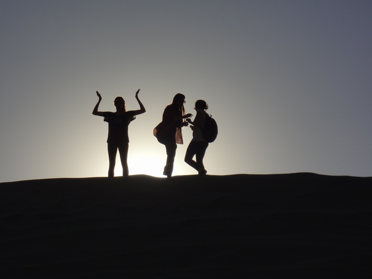 Caitlin, Katie and Alisa in Huacachina